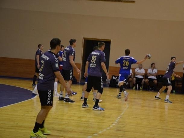 Ставропольские гандболисты уступили соперникам в первой полуфинальной игре