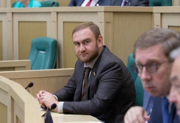 Рауфа Арашукова лишили статуса сенатора за непредставление декларации о доходах