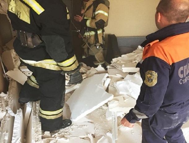 Сильный взрыв серьезно повредил две квартиры в многоэтажке в Ставрополе