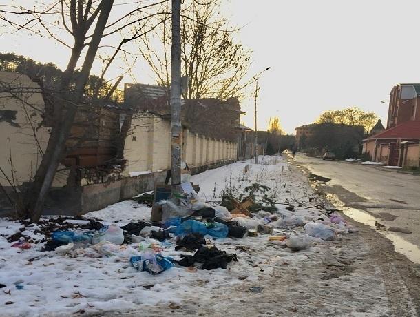 Горами мусора засыпали богатый и  фешенебельный район Кисловодска