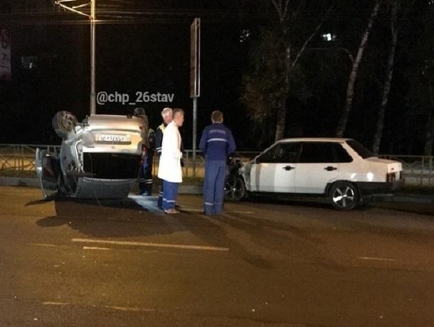 «Калина» столкнулась с ВАЗ-2199 и перевернулась из-за взорвавшегося колеса в Ставрополе