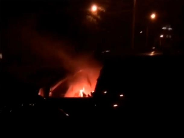 Ночью сожгли автомобиль на улице Доваторцев в Ставрополе
