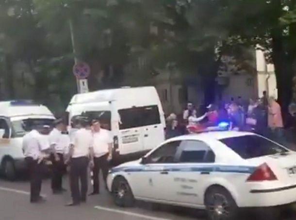 Полная пассажиров маршрутка врезалась в столб в Ставрополе - 13 человек с переломами попали в больницу
