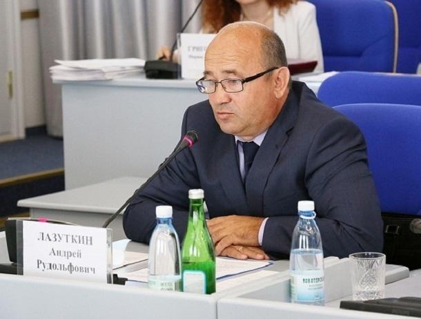 За «бартерную» взятку и превышение должностных полномочий в Ставрополе задержан первый зам министра Васильева