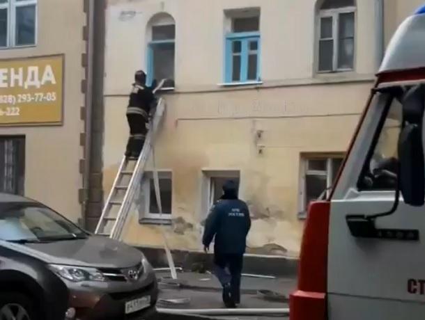 Дом рядом с ТЦ «Европейский» загорелся в Ставрополе