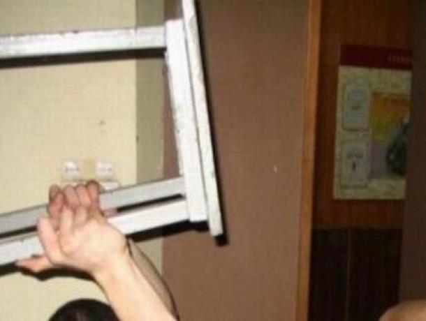 Агрессивный хулиган избил полицейского стулом на Ставрополье