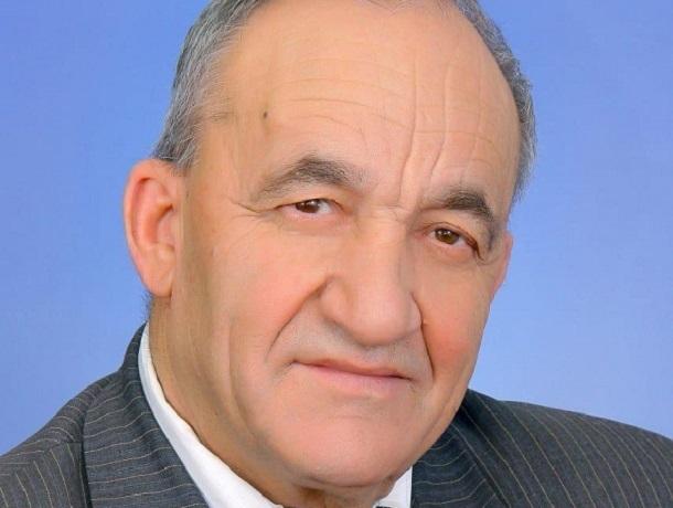 «Он искренне любил жизнь, детей и профессию»: в Кисловодске прощаются с директором лицея №8