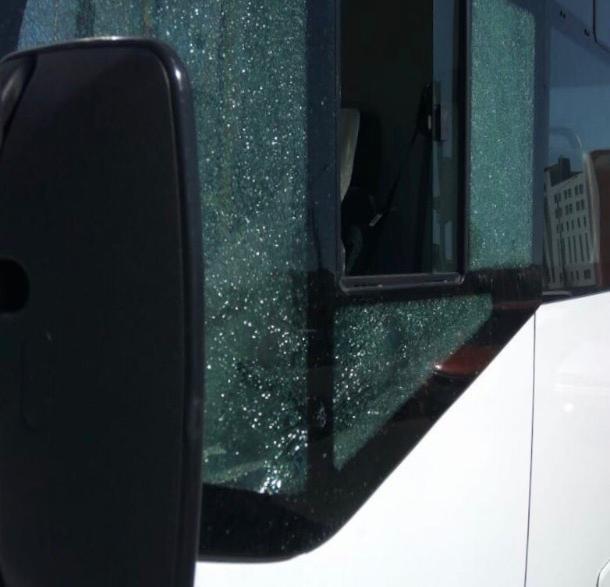 Водитель легковушки выстрелил из травмата в стекло маршрутки в Ставрополе