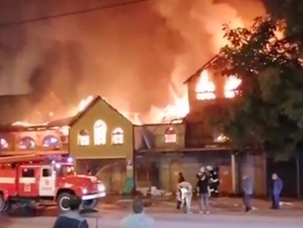 Очевидцы сняли на видео страшный пожар в Пятигорске