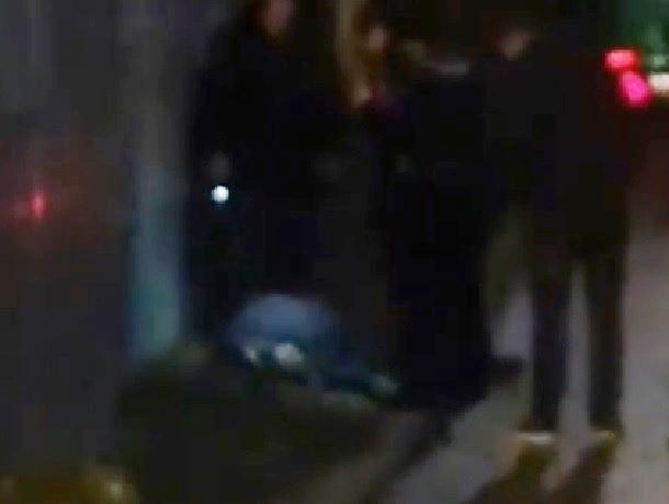 Неизвестный с ножом бросался на прохожих и ранил подростка в Кисловодске