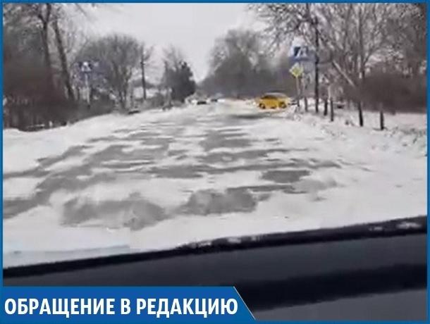«Видимо, у нас нищая страна», - житель села на Ставрополье об убитой центральной дороге