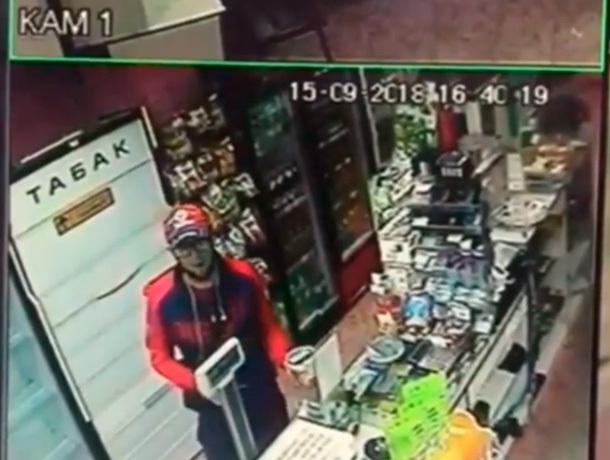Мужчина украл деньги на лечение ребёнка и попал на видео в Ставрополе