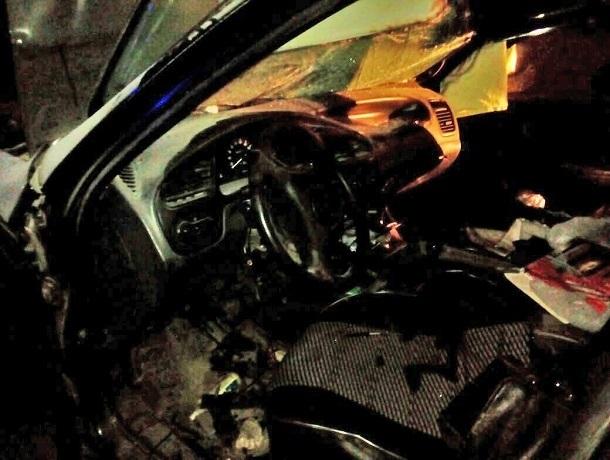 Пожарным пришлось вырезать попавшего в ДТП водителя из смятого авто на Ставрополье