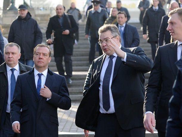 Дмитрию Медведеву покажут ставропольский фонтан