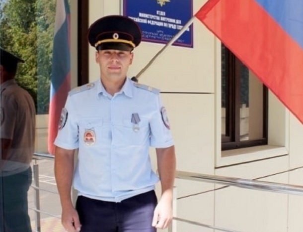 Убивший преступника после тяжелого ранения полицейский получил медаль на Ставрополье