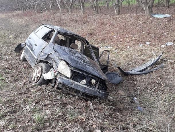 Лихачка на «Кие» вылетела с дороги и перевернула авто под Пятигорском
