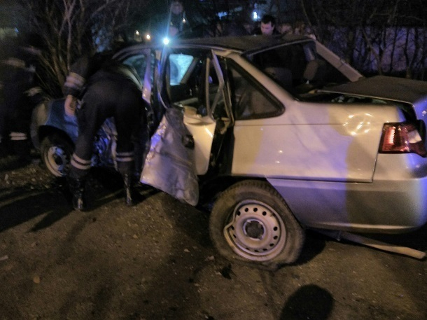 ВСтаврополе подростки наиномарке, уходя отполицейской погони, «влетели» в«десятку»