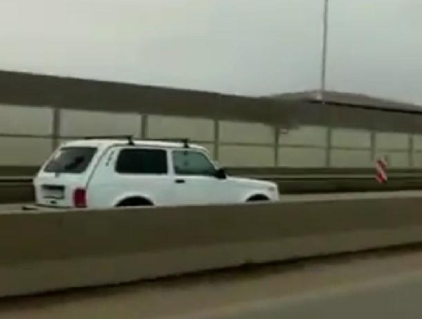 «Нива» шокировала водителей ездой по «встречке» и попала на видео в Ставропольском крае