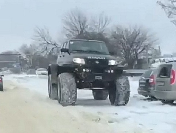Огромный джип «наделал шума» на дорогах в Ставрополе