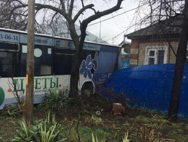 Женщина травмировалась вскатившемся автобусе вСтаврополе