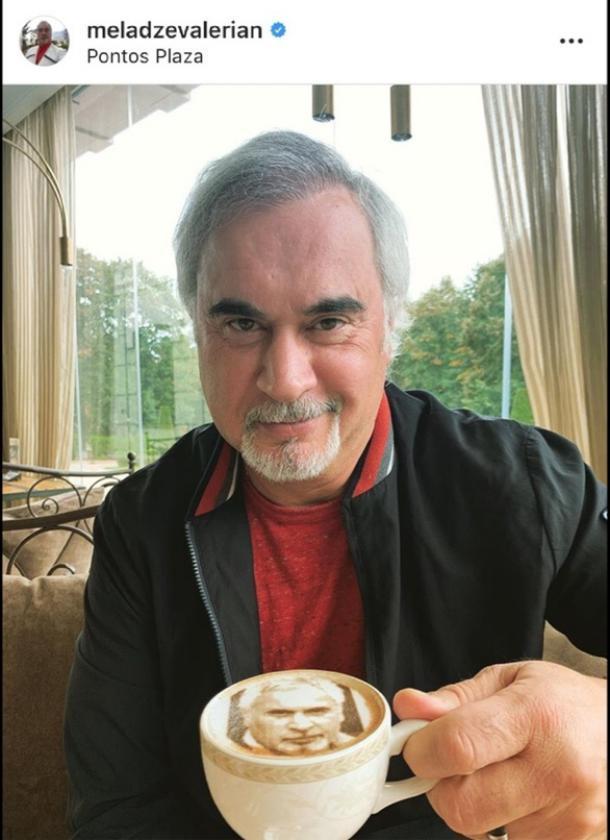 Валерию Меладзе в Ессентуках подали кофе с его портретом