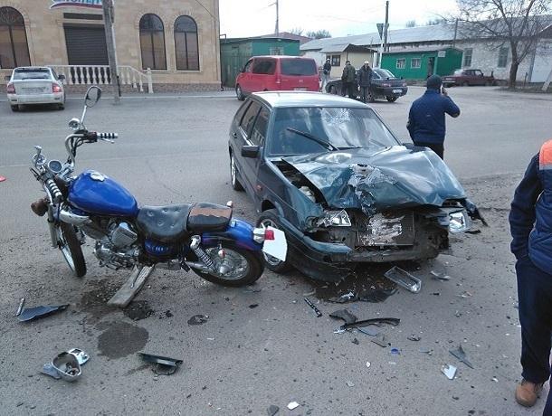 Ставропольского мотоциклиста от погибели вДТП спас шлем