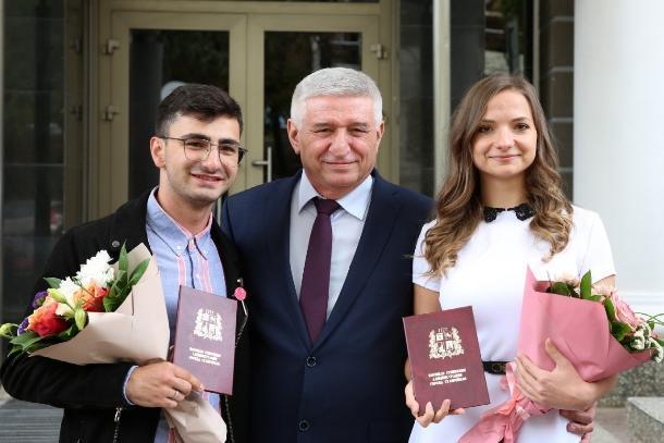 Отличившиеся жители Ставрополя получили стипендии и награды