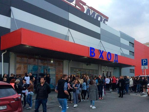 Людей эвакуировали из ТРЦ «Космос» в Ставрополе