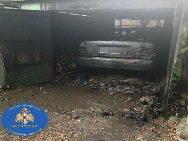 В Ставрополе в гараже сгорел Мерседес