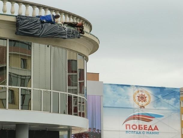 Все вывески на иностранных языках закрыли перед Днем Победы в Ставрополе