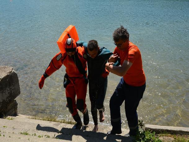 В Ставрополе на Комсомольском озере прошла тренировка спасателей