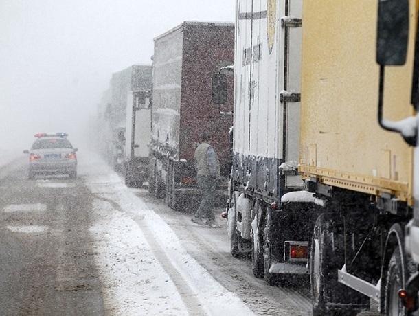Трассу перекрыли из-за снежной бури на Ставрополье