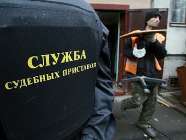 За асфальт на участке мужчине пришлось расплатиться техникой на Ставрополье