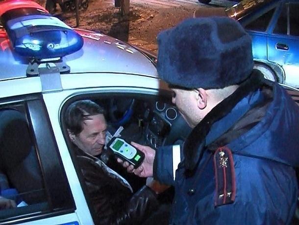 Пьяный водитель «легковушки», убегая от полицейских, протаранил ворота на Ставрополье