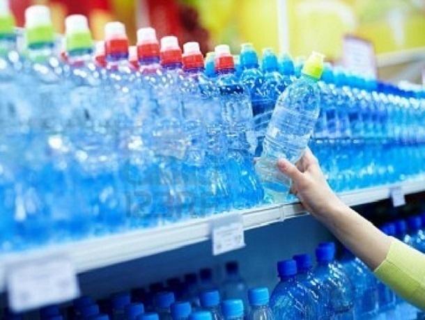 Половина всей производимой в России минеральной воды - подделка, считают эксперты
