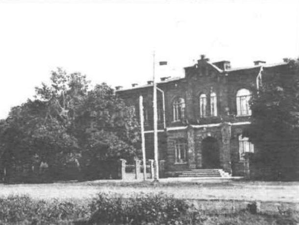 «От железнодорожного училища до медицинского университета»: история здания из красного кирпича в Ставрополе