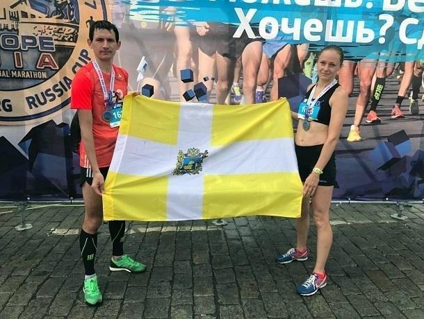 Трое ставропольцев пробежали 21 километр без остановки среди тысячи человек из разных стран