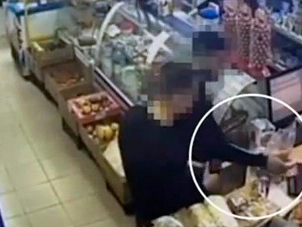 Покупателей с фальшивыми деньгами задержали на Ставрополье