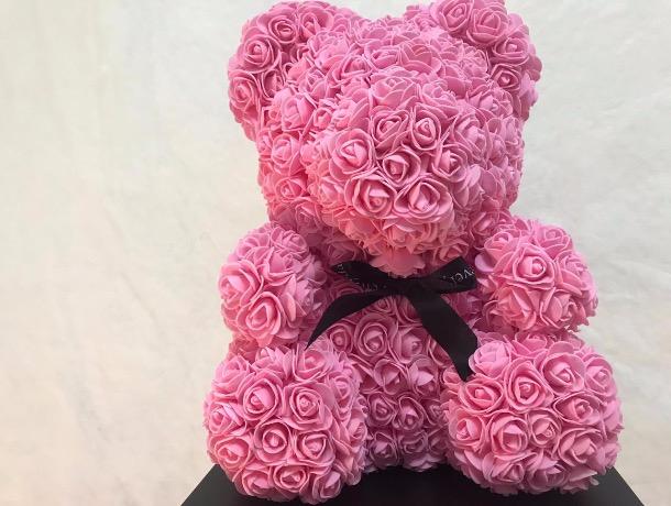 Самым популярным подарком у ставропольцев на День влюбленных стали мишки из декоративных роз