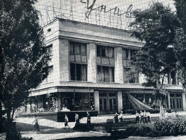 Прежде и теперь: как из простого универмага ЦУМ в Ставрополе стал одним из красивейших зданий
