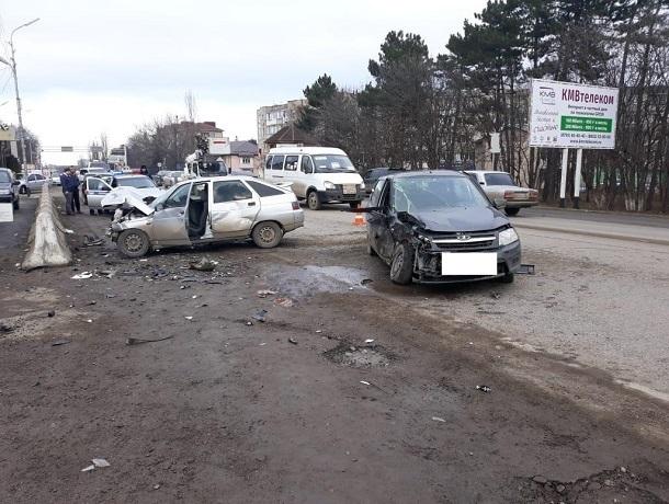 Два человека пострадали в ДТП с участием «Гранты» и «ВАЗ-21124» на Ставрополье