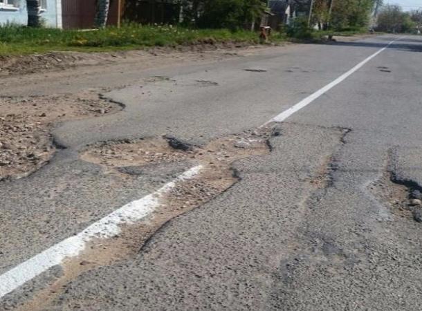 Новая разметка на разрушенной дороге удивила жителей Ставрополья