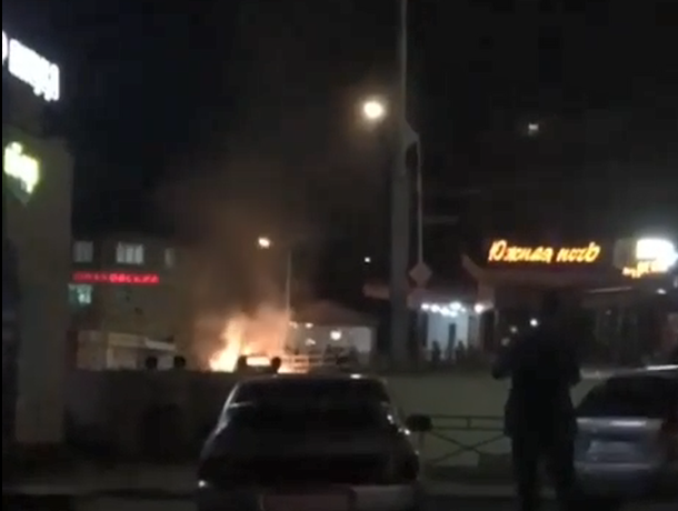 «Лада-Калина» сгорела на улице Ставрополя и попал на видео