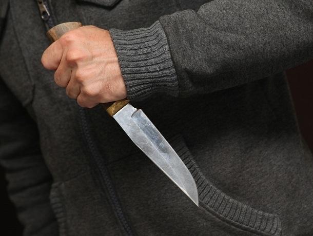 Неизвестные пырнули ножом мужчину в Ставрополе