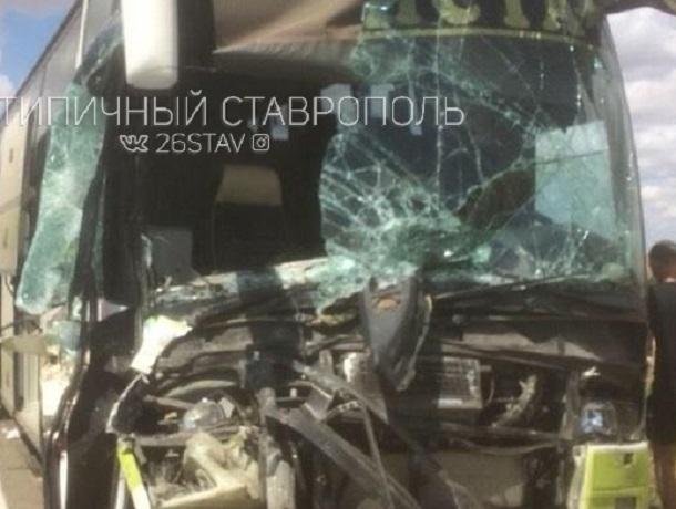 Пассажирский автобус попал в жуткую аварию на Ставрополье