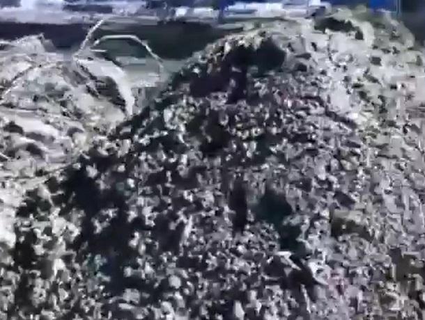 НаМамайском кладбище вСтаврополе могилы завалили строительным мусором