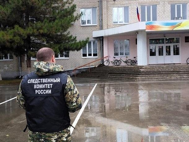 Школьница стащила банковские карты своего учителя на Ставрополье