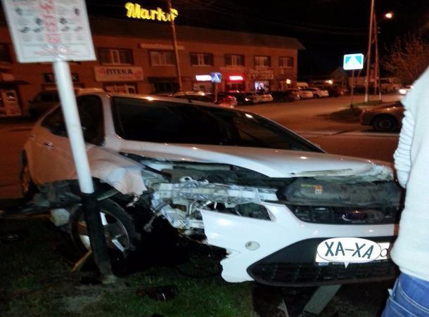 Уходивший от погони ДПС пьяный водитель на иномарке влетел в столб в Ставрополе