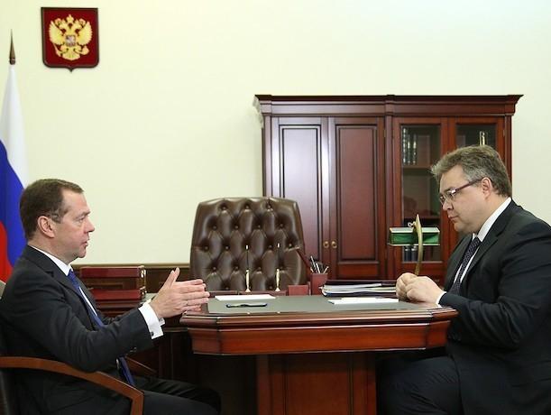 Медведев объявил благодарность главе Ставрополья… за укрепление обороноспособности