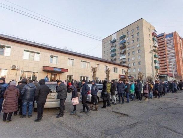 В Ставрополе образовались огромные очереди за справкой на водительские права по старой цене